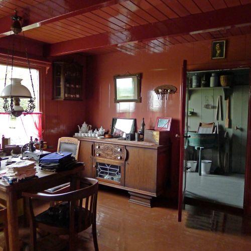 Woonkamer anno 1900 servies uit 1901 dressoir uit 1920 foto 2628 uit de beeldbank hg hauwert - Deco woonkamer ...